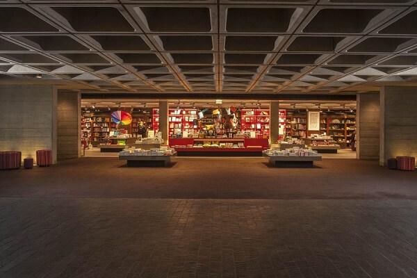 قالب سقف وافل در تائتر ملی لندن